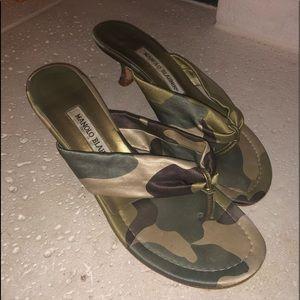 Manolo Blahnik camo silk flip flop size 38 1/2
